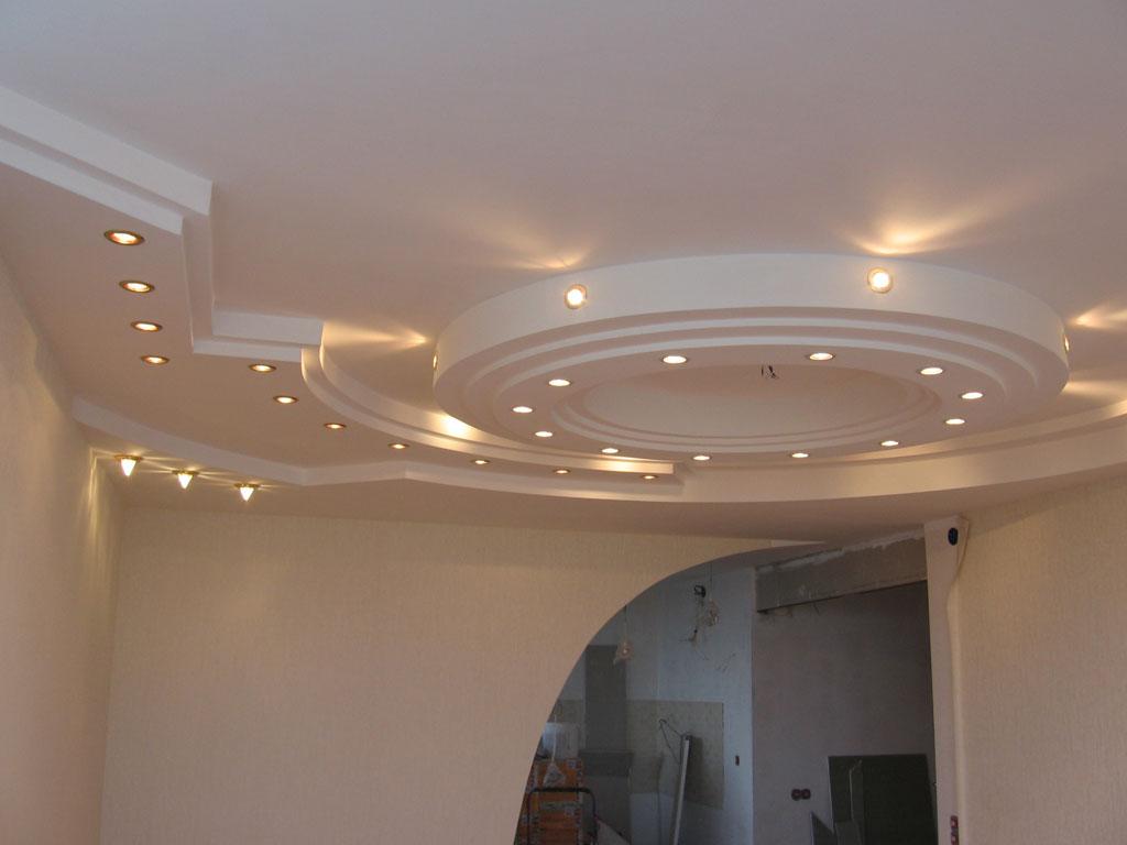 Как можно декорировать потолок в доме?